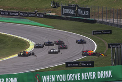 Daniel Ricciardo, Red Bull Racing RB13 and Stoffel Vandoorne, McLaren MCL32 collide at the start of the race