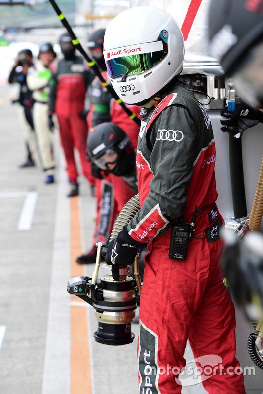 رقم 7 فريق أودي سبورت جوست آر18 إي-ترون كواترو