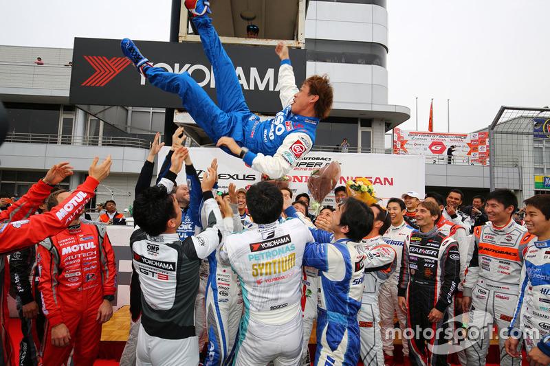 Juichi Wakisaka with all the drivers