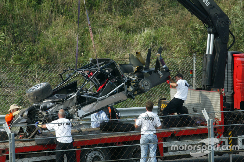 The heavily damaged car of Peter Dumbreck, OPC Team Phoenix, Opel Vectra GTS V8, after crashing hard
