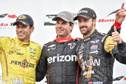 Podium: race winner Will Power, Team Penske Chevrolet, second place Helio Castroneves, Team Penske Chevrolet,  third place James Hinchcliffe, Schmidt Peterson Motorsports Honda