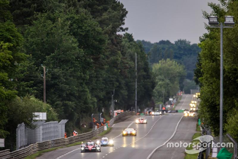 Départ de la séance : #6 Toyota Racing Toyota TS050 Hybrid: Stéphane Sarrazin, Mike Conway, Kamui Kobayashi
