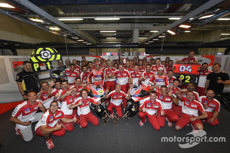 Il vincitore della gara Andrea Iannone, Ducati Team, il secondo classificato Andrea Dovizioso, Ducat