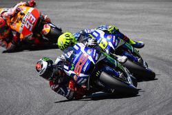 Хорхе Лоренсо, Yamaha Factory Racing, Валентино Росси, Yamaha Factory Racing и Марк Маркес, Repsol Honda Team