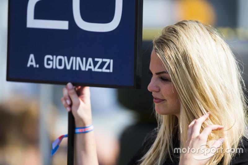Grid girl for Antonio Giovinazzi, PREMA Racing