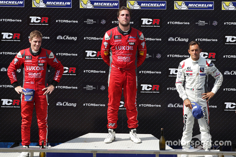 Podyum: 1. Pepe Oriola, SEAT Leon, Team Craft-Bamboo LUKOIL, 1. James Nash, Team Craft-Bamboo, SEAT León TCR, 3. Gianni Morbidelli, Honda Civic TCR, West Coast Racing