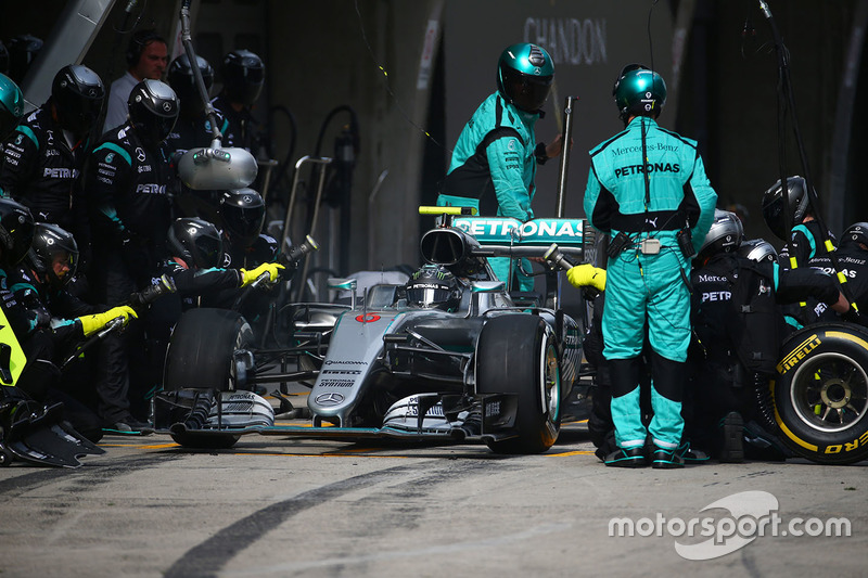 Nico Rosberg, Mercedes AMG F1 Team W07 pit stop