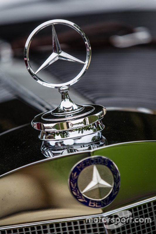 Classic Grand Tour: лого Mercedes-Benz