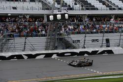 Checkered flag for #5 Action Express Racing Cadillac DPi: Joao Barbosa, Filipe Albuquerque, Christian Fittipaldi
