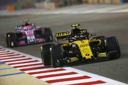 Carlos Sainz Jr., Renault Sport F1 Team R.S. 18, Esteban Ocon, Force India VJM11 Mercedes