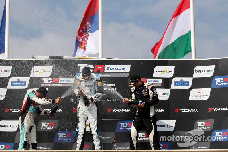 Podio: ganador de la carrera Dusan Borkovic, Target Competition Hyundai i30 N TCR, segundo lugar Jean-Karl Vernay, Leopard Lukoil Team Audi RS3 LMS TCR, tercer lugar Dániel Nagy, M1RA Hyundai i30 N TCR