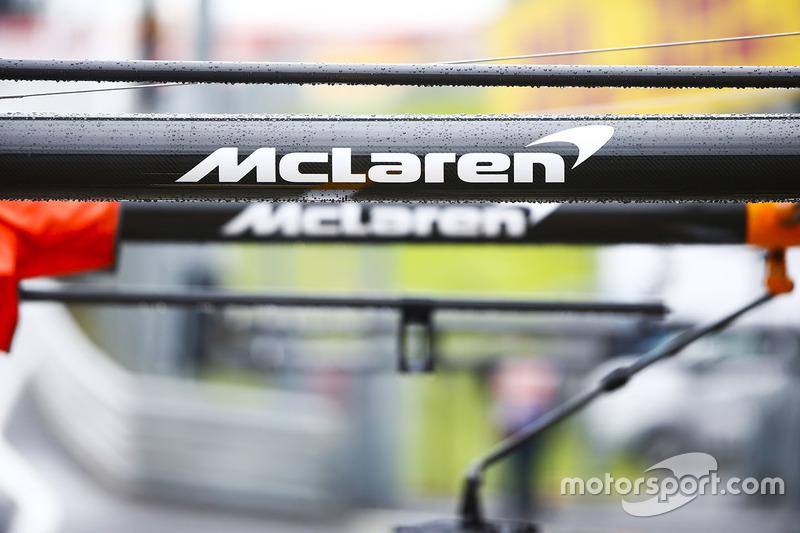 McLaren marca en el equipo de boxes del equipo