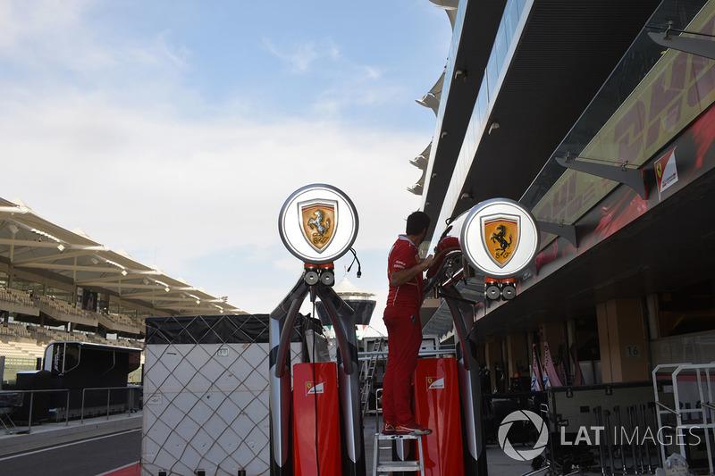 Ferrari pit box se prepara