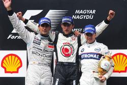 Podium: second place Pedro de la Rosa, McLaren, race winner Jenson Button, Honda Racing F1 Team, third place Nick Heidfeld, BMW Sauber F1