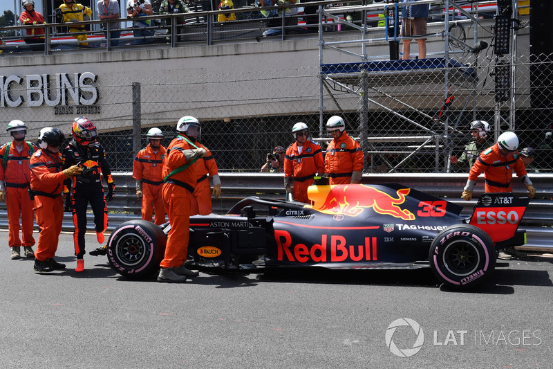 La monoposto di Max Verstappen, Red Bull Racing RB14, dopo l'incidente