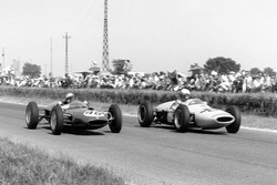 Willy Mairesse, Lotus 21-Climax y Henry Taylor, Lotus 18/21-Climax