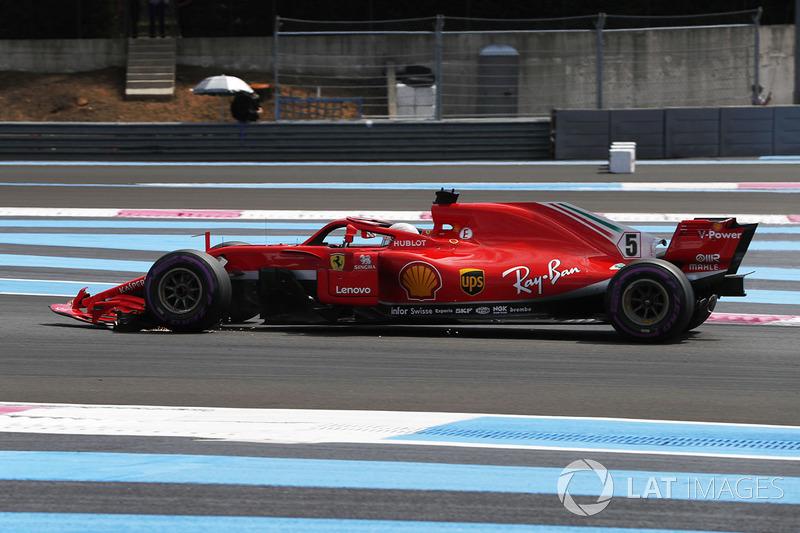 Sebastian Vettel, Ferrari SF71H, con l'ala anteriore rotta