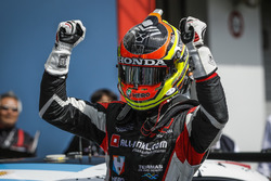 El ganador de la carrera Yann Ehrlacher, ALL-INKL.COM Münnich Motorsport Honda Civic Type R TCR