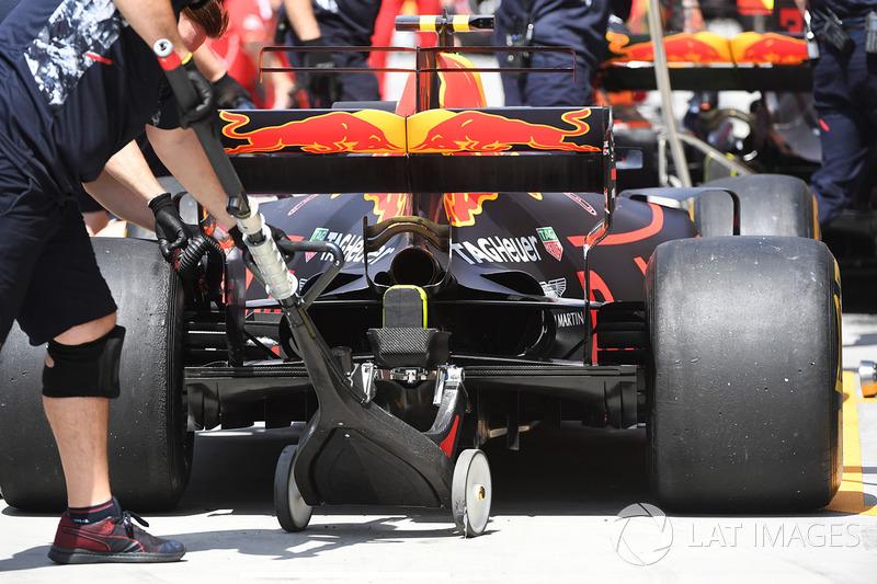 Max Verstappen, Red Bull Racing RB13 posterior y jack