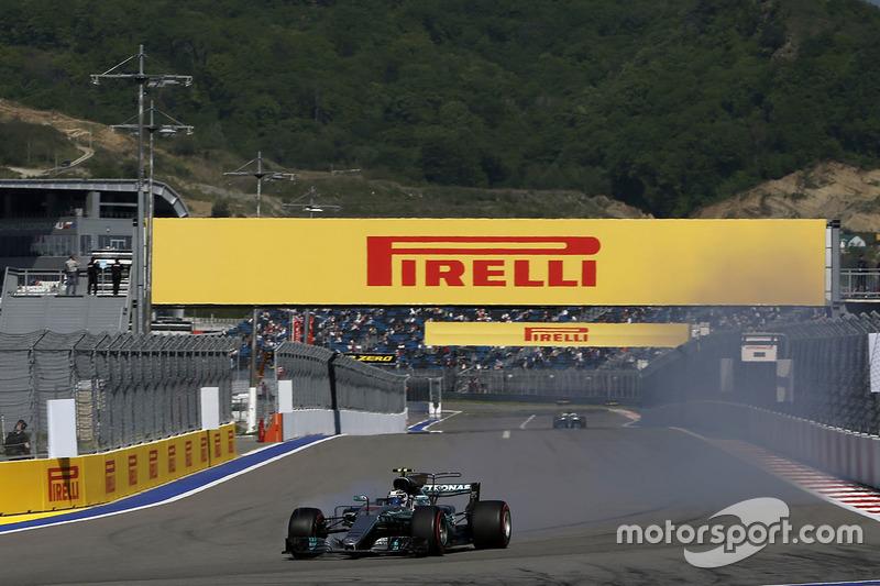 Valtteri Bottas, Mercedes AMG F1 W08  locks up