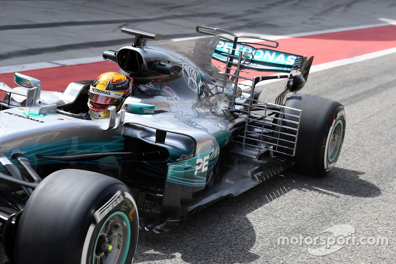 https://cdn-5.motorsport.com/images/mgl/0mPMaE56/s8/f1-bahrain-april-testing-2017-lewis-hamilton-mercedes-amg-f1-w08-with-aero-sensors.jpg