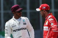 Il poleman Lewis Hamilton, Mercedes AMG F1, Sebastian Vettel, Ferrari