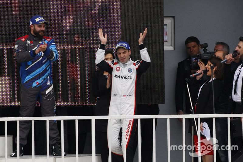 Il vincitore di Gara 1 Davit Kajaia, GE-Force, Alfa Romeo Giulietta TCR