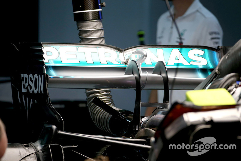 Un aileron arrière de Mercedes AMG F1 W09
