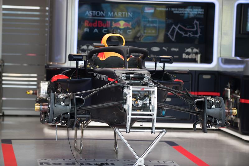 La Red Bull Racing RB14 au garage
