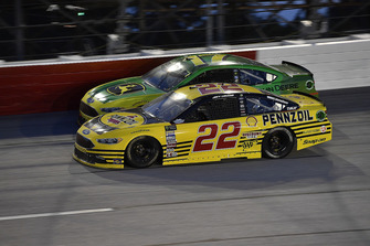 Joey Logano, Team Penske, Ford Fusion Pennzoil and Ricky Stenhouse Jr., Roush Fenway Racing, Ford Fusion John Deere