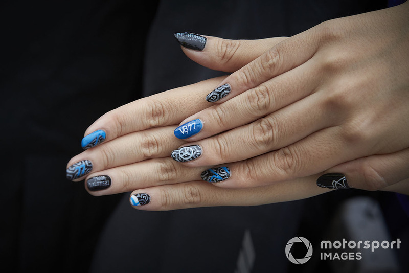 Finger nail paint in support of Valtteri Bottas, Mercedes AMG F1