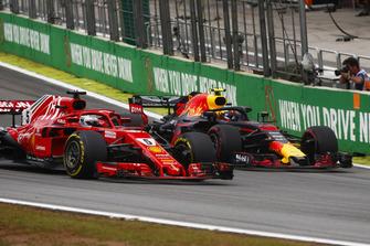 Max Verstappen, Red Bull Racing RB14, overtakes Sebastian Vettel, Ferrari SF71H.