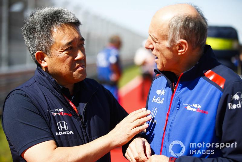 Masashi Yamamoto, gerente general de Honda Motorsport, y Franz Tost, director del equipo, Scuderia Toro Rosso