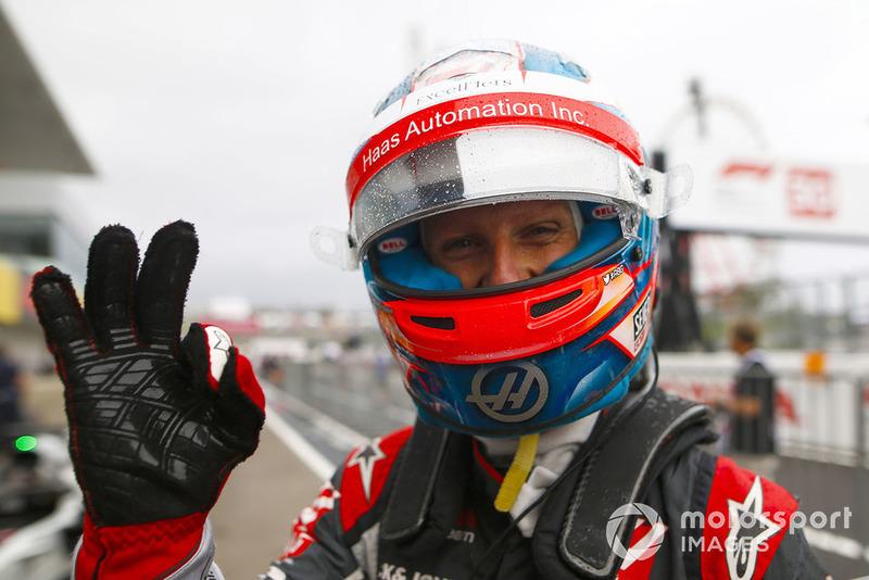 Romain Grosjean, Haas F1 Team, celebra en parc ferme