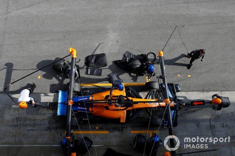 Lando Norris, McLaren MCL34 pit stop