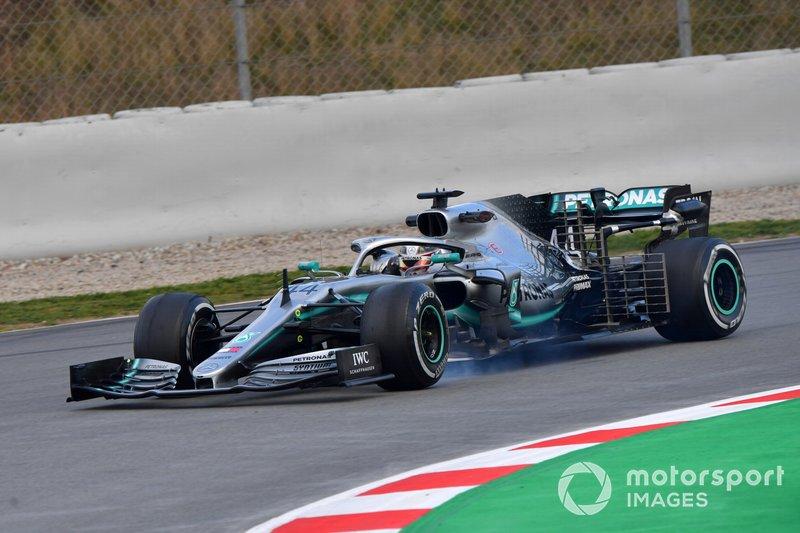 Lewis Hamilton, Mercedes-AMG F1 W10 EQ Power+ locks up