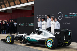 Andy Cowell, Mercedes-Benz High Performance Powertrains Managing Director, Lewis Hamilton, Mercedes AMG F1, Toto Wolff, Mercedes AMG F1 Shareholder and Executive Director, Nico Rosberg, Mercedes AMG F1, Paddy Lowe, Mercedes AMG F1 Executive Director (Techn