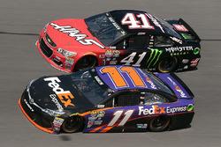 Denny Hamlin, Joe Gibbs Racing Toyota, Kurt Busch, Stewart-Haas Racing Chevrolet