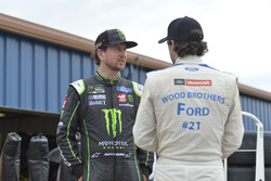 Kurt Busch, Stewart-Haas Racing Ford, Ryan Blaney, Wood Brothers Racing Ford