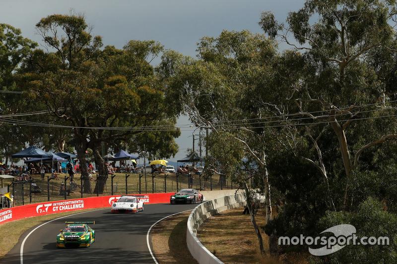 #90 MARC Cars Australia, BMW M6 GT3: Chaz Mostert, Max Twigg, Morgan Haber; #7 BMW Team SRM, BMW M6 GT3: Tony Longhurst, Mark Skaife, Russell Ingall, Timo Glock