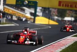 Départ : Sebastian Vettel, Ferrari SF70H, Kimi Raikkonen, Ferrari SF70H, mènent