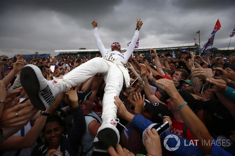 Льюіс Хемілтон, Mercedes AMG F1, уболівальники