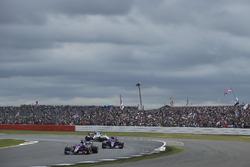 Daniil Kvyat, Scuderia Toro Rosso STR12, Carlos Sainz Jr., Scuderia Toro Rosso STR12