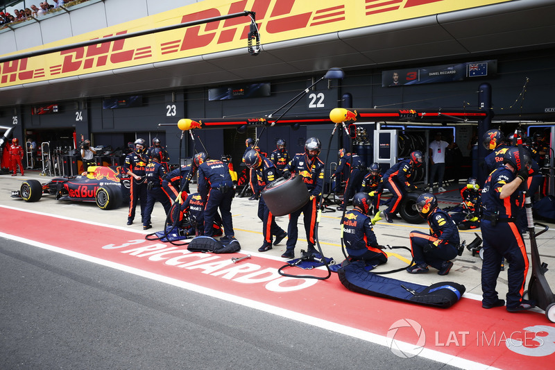 Max Verstappen, Red Bull Racing RB13, makes his first pit stop
