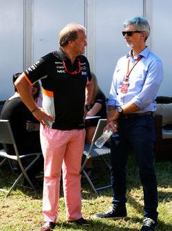 Robert Fernley, Sahara Force India F1 Team subdirector con Damon Hill, presentador de deportes de Sky