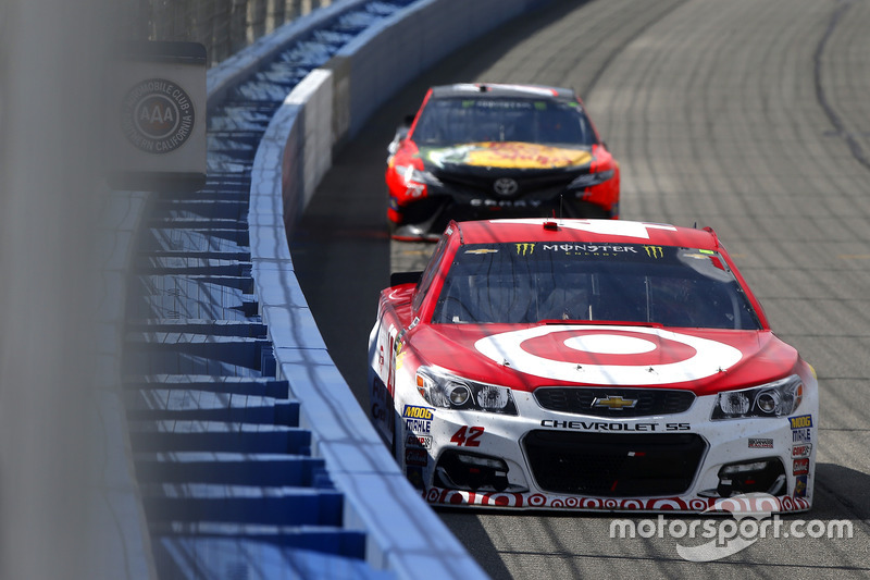 Kyle Larson, Chip Ganassi Racing, Chevrolet vor Martin Truex Jr., Furniture Row Racing, Toyota