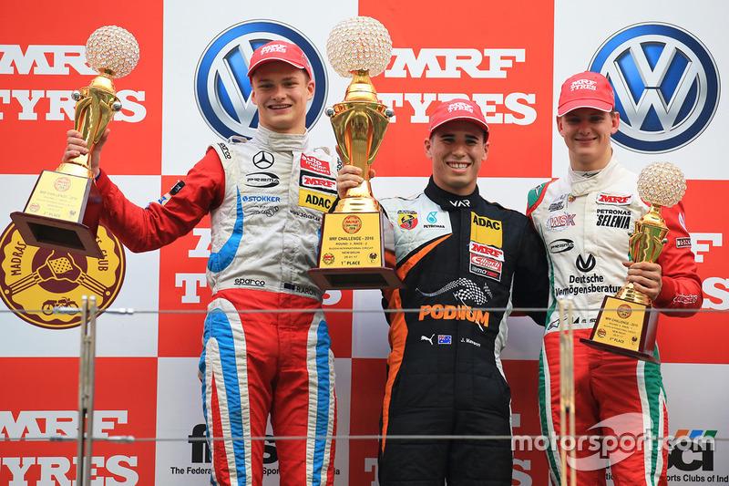 Podium: race winner Joey Mawson, second place Ralf Aron, third place Mick Schumacher