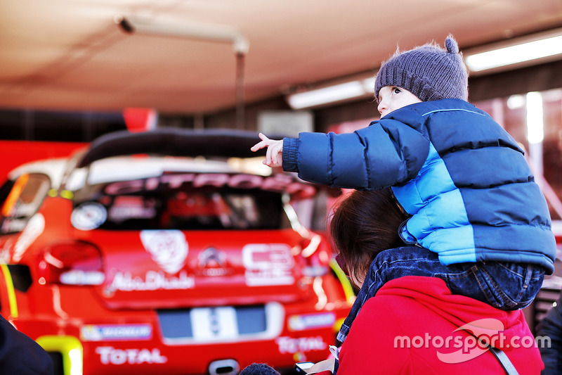 Young fan in front of Citroën World Rally Team area