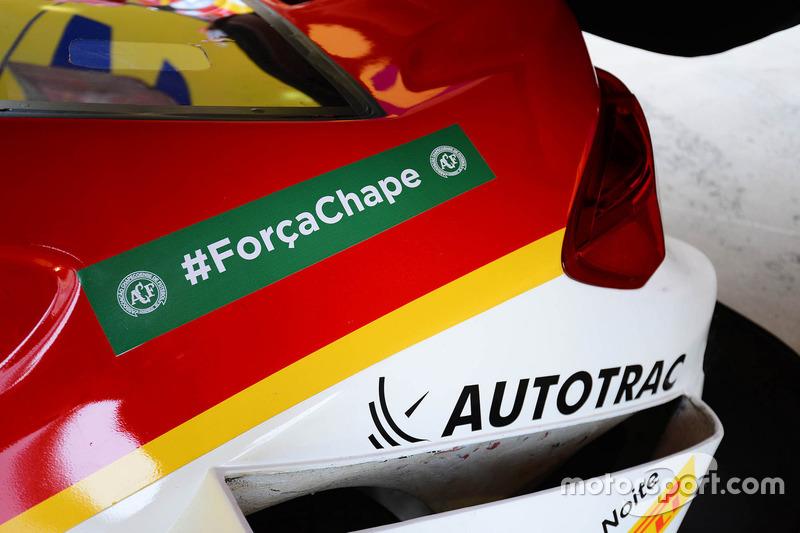 Carro da Shell lembrando da Chapecoense