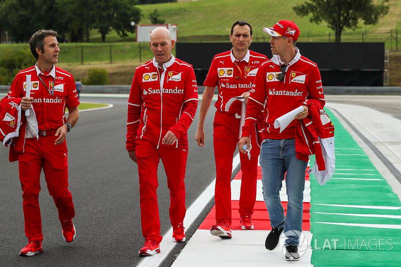 Себастьян Феттель, Ferrari, головний інженер Ferrari Джок Кліа, гоночний інженер Ferrari Ріккардо Ад